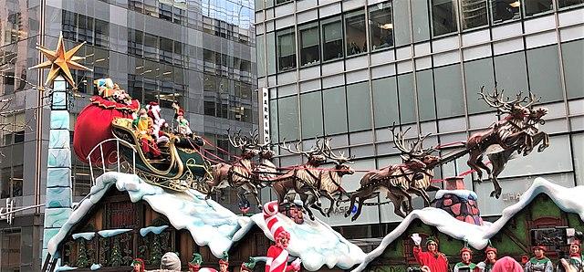 2019_Macy's_Parade_-_Santa's_sleigh_and_reindeer